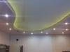 двухуровневый натяжной потолок с встроенной светодиодной лентой
