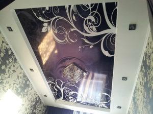 фотопечать на черном натяжном потолке