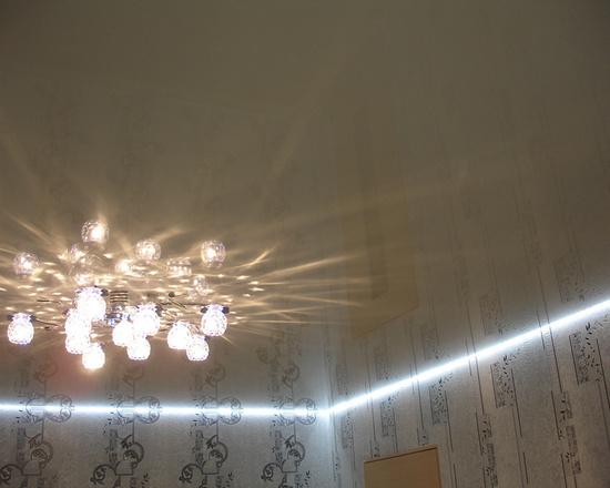 парящий натяжной потолок.
